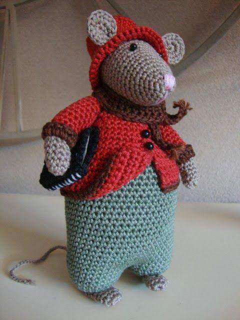 Ik kon het echt niet laten, wederom een muis gehaakt, deze muis heb ik iemand kado gedaan. Deze muis is het ontwerp van Antoinette van Ze...