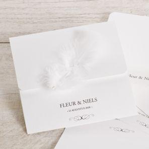 Trouwkaart met echte veer! #trouwkaart #veer #stylish #wit