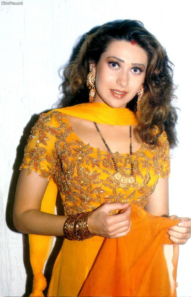 Bollwood veteran Actress, Karishma Kapoor's old pic. She is just fabulous...