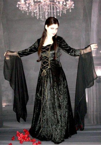 I love the sleeves!   Fashion ~ Dark & Gothic