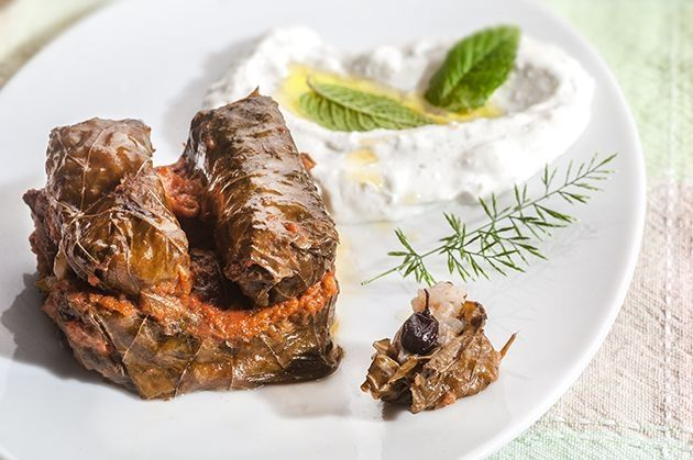 Ντολμαδάκια από την Αργυρώ Μπαρμπαρίγου | Αυτή είναι η συνταγή, για πιο ωραία ντολμαδάκια γιαλαντζί. Όπου τα σερβίρω, χαλάνε κόσμο.
