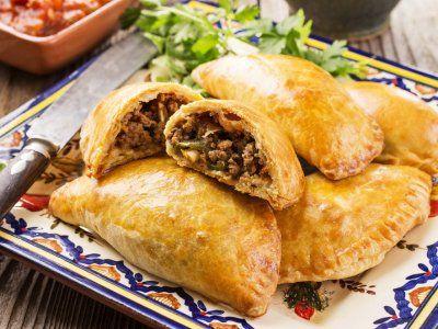 Receta de Empanadas de Carne | Una versión de la tradicional empanada argentina, estas deliciosas empanadas las puedes preparar para comenzar una parrillada o comida en familia.