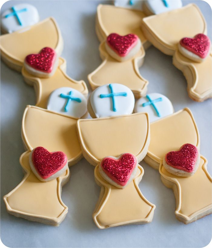 first communion cookies :: tutorial and links to recipes and supplies you'll need from @bakeat350