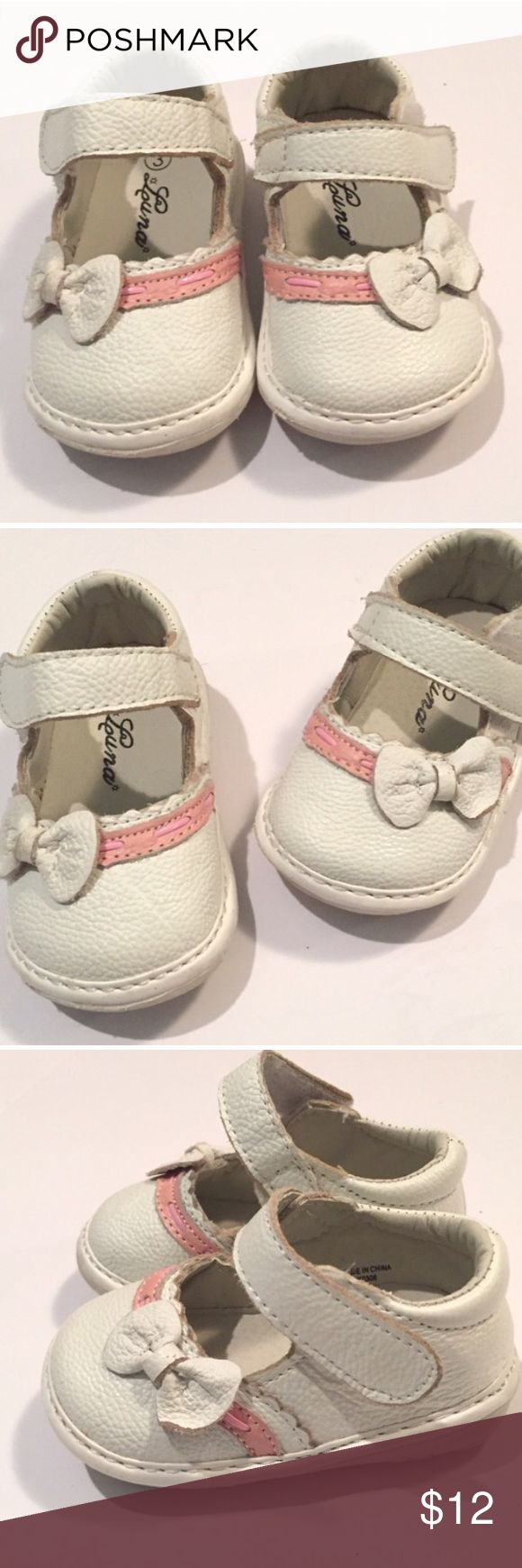 Size 3 Luna shoes White shoes with pink line and small bow Luna kids  Shoes
