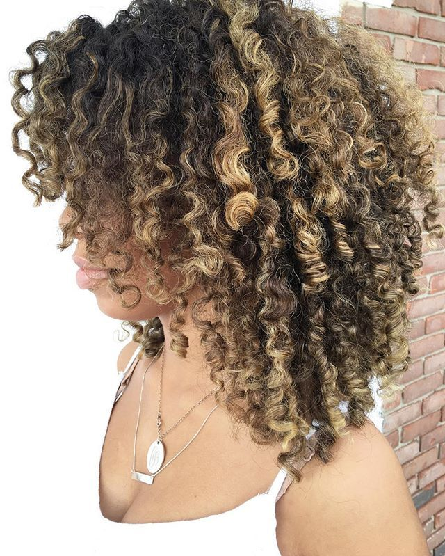 Sorry relaxer companies❗️ NATURALLY CURLY HAIR  isn't a trend it's a MOVEMENT❗️🌀 Do you agree?🌀❗️