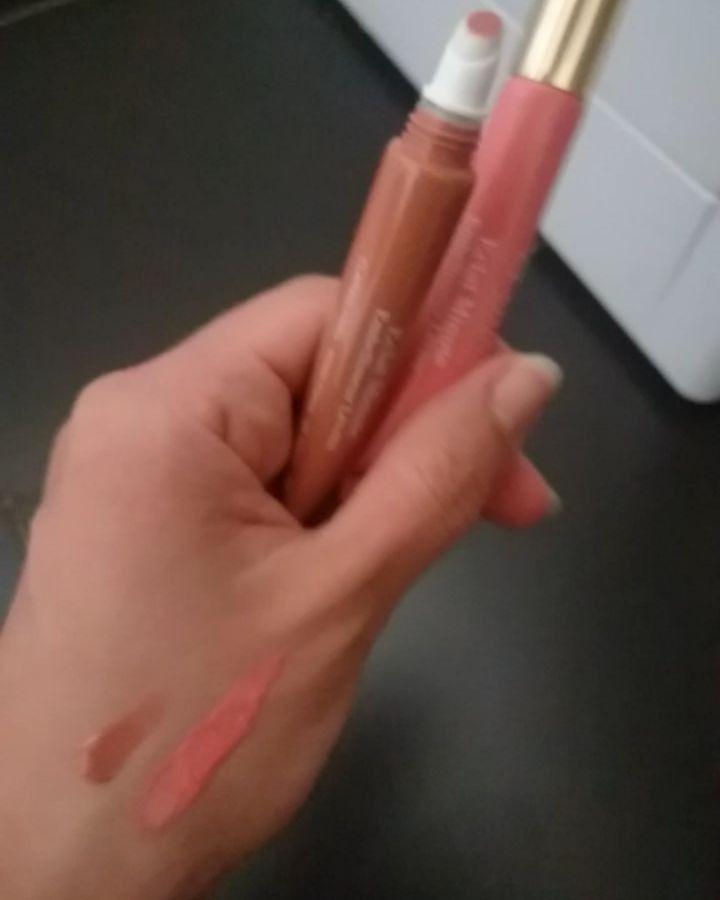 My new two favorites from Clarins! ���� #clarins #paris #clarinsparis #naturallips #natural #makeupartist #makeup #mua #muauk #uk #lips #lipgloss #love #eyecandy #gloss #lipstick #läppstift #smink #swe #pink #colours #brown #mattelips #matte #mattenails http://ameritrustshield.com/ipost/1549847781278296966/?code=BWCKlh7BSuG