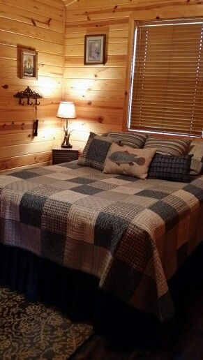 Bedroom In Morning Star Cabin. Caddo River Cabins Glenwood, Arkansas