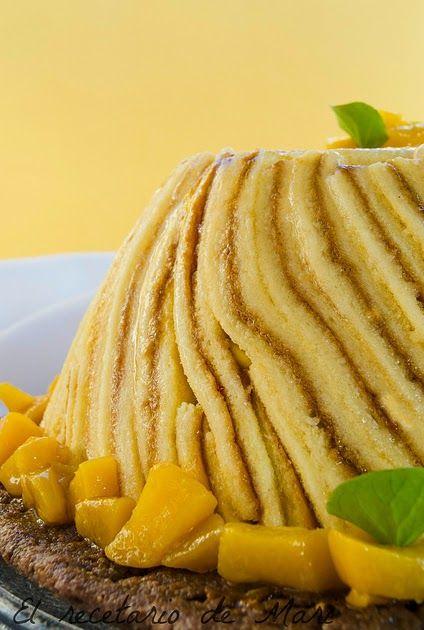 CARLOTA DE MANGO  La carlota o charlota es un tarta de origen francés. Se elabora forrando un molde de bordes altos con bizcochos de soletilla o genovesa, pa...