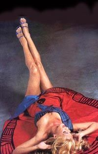 Reina Reech con traje pintado a mano motivo iconografia precolombina , cultura Santa Maria por Francisco Ayala