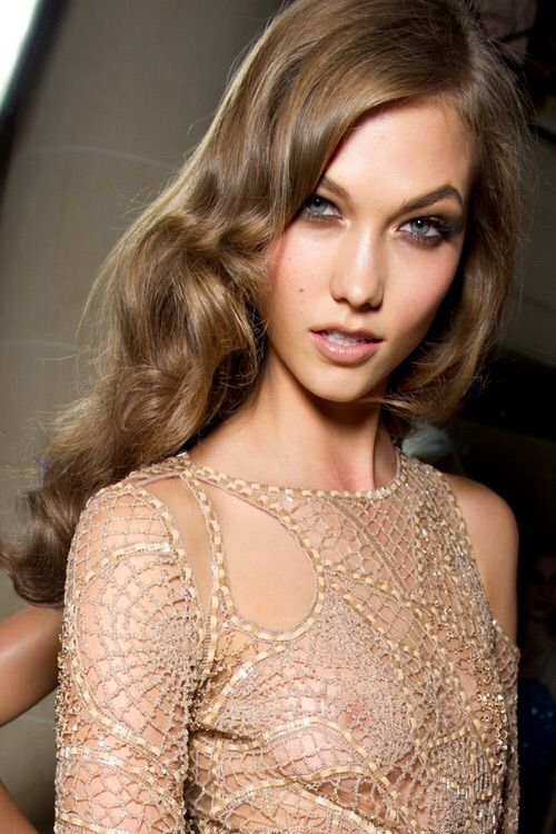 Image via We Heart It #beautiful #blueeyes #KarlieKloss #model
