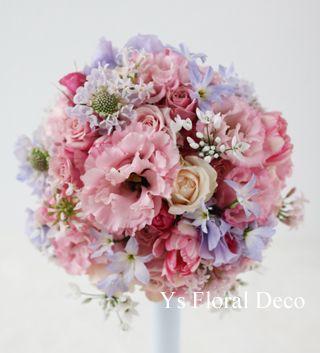 青い振袖にあわせる洋花のラウンドブーケ Ys Floral Deco @綱町三井倶楽部、新婦さんのかわいいところが惹きた...