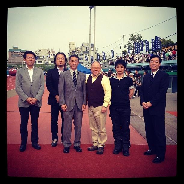 関西学生アメフトリーグがお世話になったサポーターの方々。  左より読売テレビ尾山アナ、FM COCOLO加美さん、平井理事長、タージンさん、日本ムービー遠山さん、毎日放送森本アナ。皆様、いつもありがとうございます!