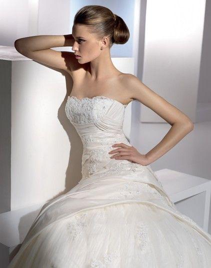 Eire - Pronovias - Esküvői ruhák - Ananász Szalon - esküvői, menyasszonyi és alkalmi ruhaszalon Budapesten