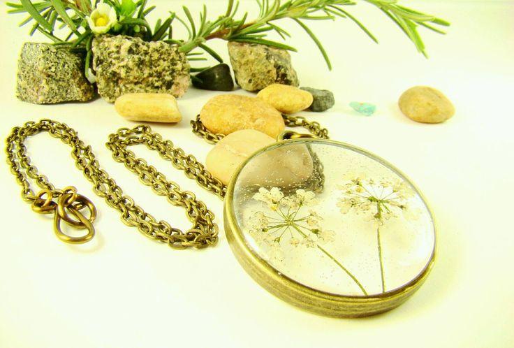 🌹🌿🌼 Bijuterias Feitas a Mão Românticas e feitas especialmente para você: em COBRE, RESINA & PLANTAS - 🍂🍃Joias Botânicas🍃🍂- AlecrimDesign, Minas Gerais, Brasil: www.elo7.com.br/AlecrimDesign   #joiasbotanicas, #bijuteriascobre, #bijuteriasresina, #ecobijuterias, #copperjewelry, #resinjewelry, #botanyjewelry , #bijuteriafiocobre, #bijuteriasartesanais, #joiasartesanais, #joiasBrasil, #alecrimdesign, #bijuteriasBrasil, #resina, #biojoias, #ecojoias, #joiasdecobre