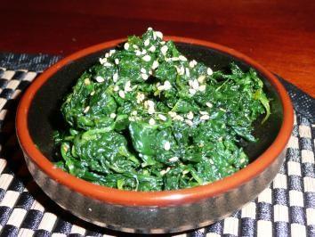 Das perfekte Japanischer Sesam Spinat-Rezept mit Bild und einfacher Schritt-für-Schritt-Anleitung: Spinat waschen, in kochendem Salzwasser blanchieren, mit…