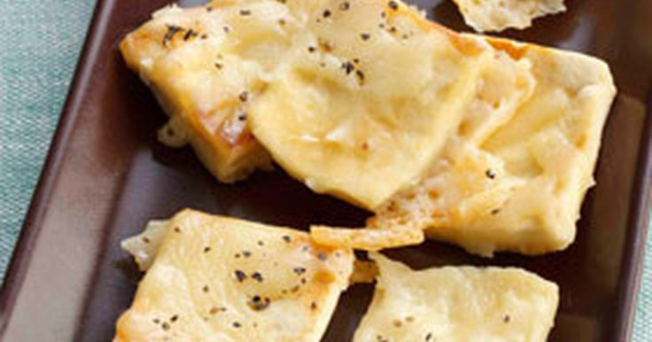 戻した高野豆腐が、なんとピザ生地に!フライパンでカリッと香ばしくできるお手軽ピザです。「金麦」のお供にぴったり♪