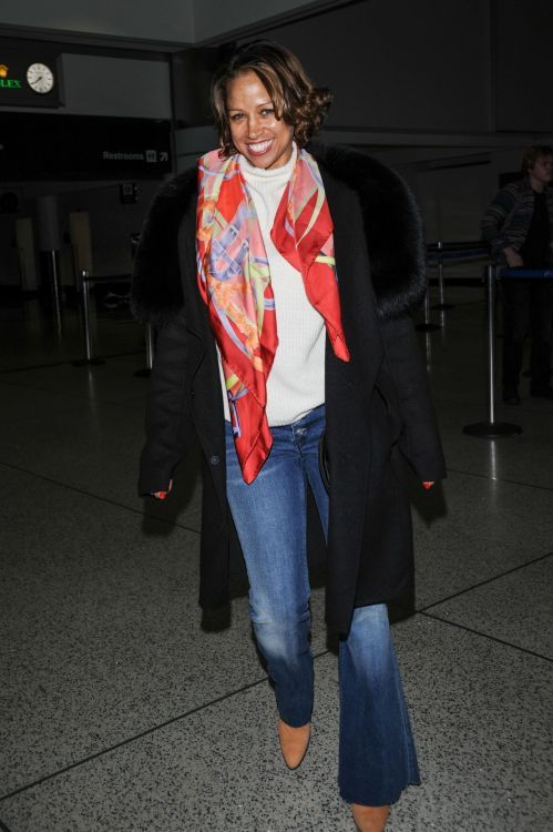 Stacey Dash, scarf