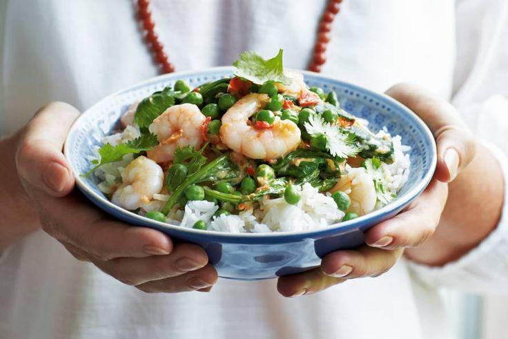 Oosters rijstgerecht met een basis van rode currypasta, kokosmelk en lekker veel groenten - Garnalencurry met spinazie - Recept - Allerhande