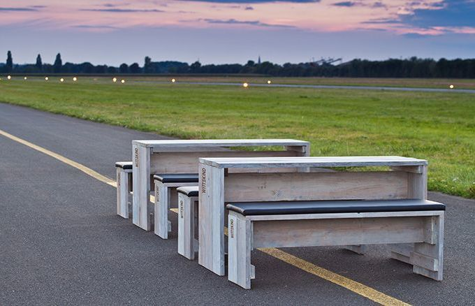 Bestehend aus einem Tisch und zwei gepolsterten Bänken lässt sich die WITTEKIND 6er Sitzgruppe optimal platzieren und flexibel mit anderen Gastromöbeln kombinieren.