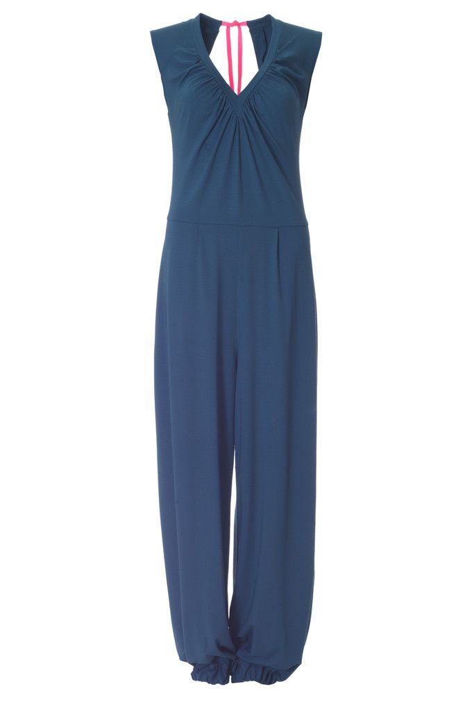 The Oline pant suit is one of this seasons most popular styles, and it is not hard to see why. It is made out of soft jersey and it has a beautiful cut at the neckline.