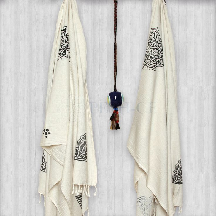 Ahu Ela Peshtemal is natural Turkish cotton and Linen. Fringed. Absorbs water and dries quickly. Light and space saving.Hand loomed in Turkey. Weight : 290 g Dimensions : 160 x 90 cm