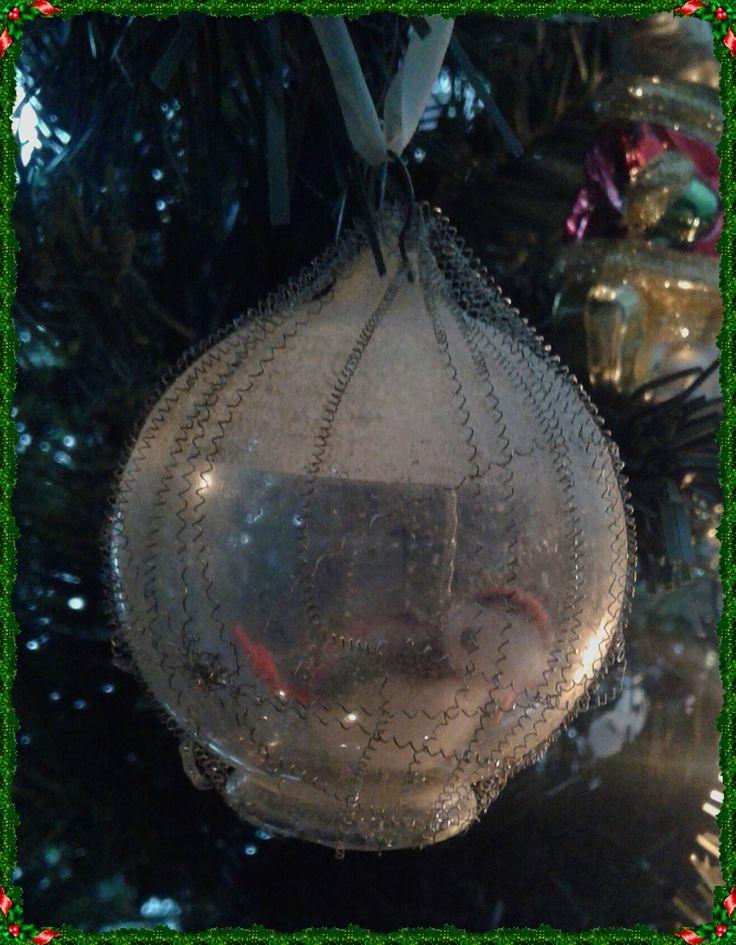 vintage kerstbal, ca. 50 jaar oud. uit collectie van ouders, nu in mijn boom