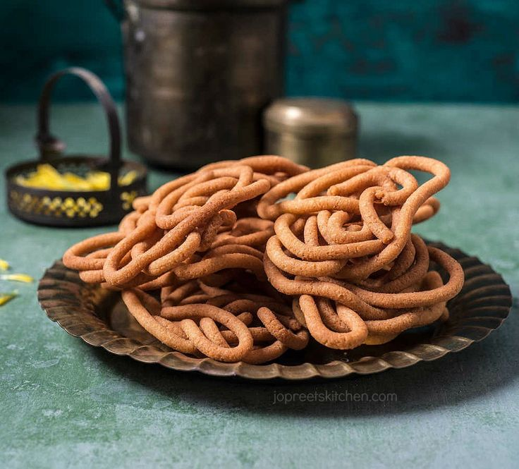 Spicy Coconut Milk Chakli / Thengai Paal Murukku, today I'm sharing another murukku variety prepared from rice flour, urad dal, moong dal and coconut milk. This is a spicy version of coconut milk murukku. You can also make it without chilies.