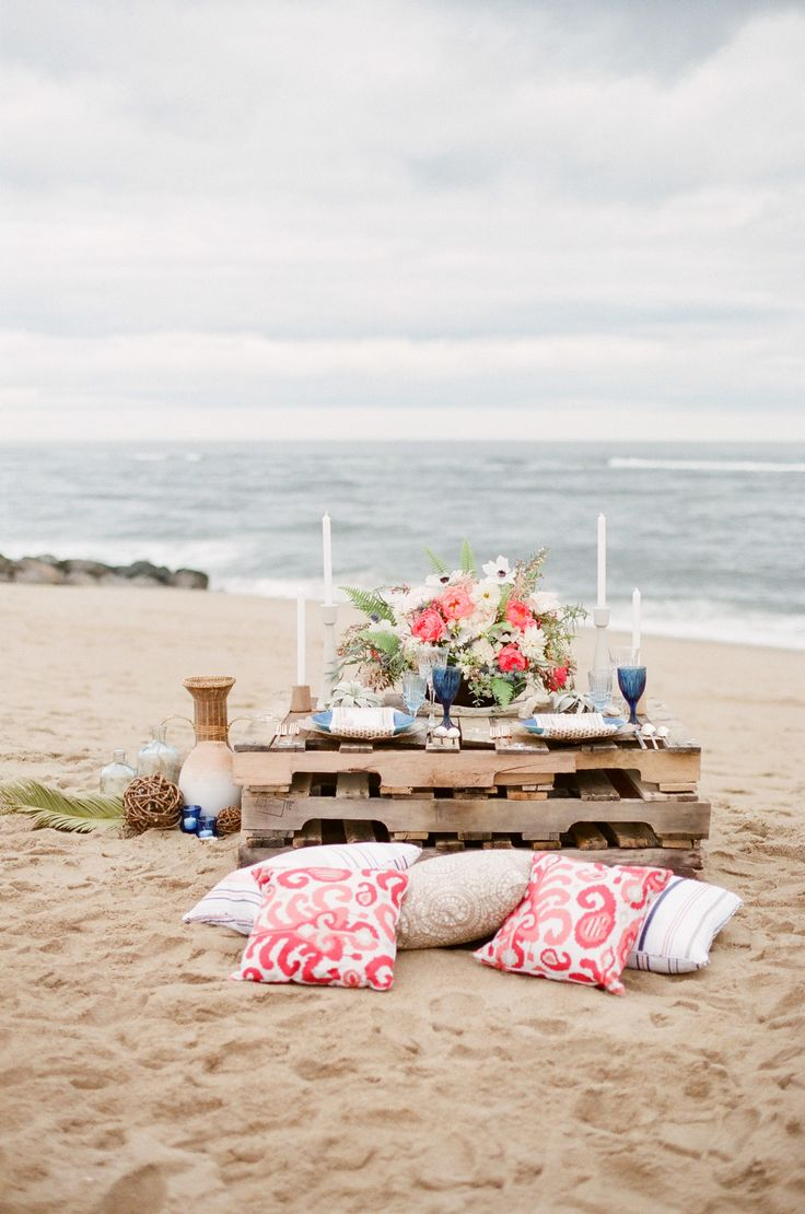 What would summer be without a great beach party or, in this instance, a pretty seaside wedding? Crafted by The Little Things, Sweet Annie Floral Design, and imagery by Ruth Eileen, this inspiration pulls the essence of the West Coast and the East Coast and blends them into a nautical meets whimsical affair by the sea. It's a…