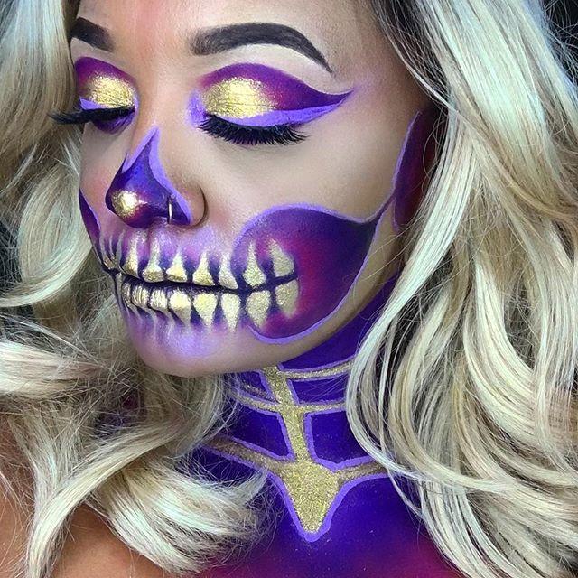 Glamour skull, lindo maquillaje para Halloween!  #halloween #makeup #maquillaje #skull #glamour #calavera #costume #disfraz #purple #gold #LatinoMeetup www.latinomeetup.com - La comunidad líder en contactos latinos.