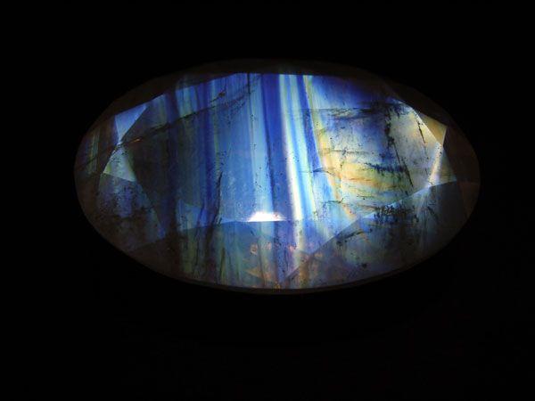 JOYERIA ETNICA.......Piedra de luna. 26.5 cts