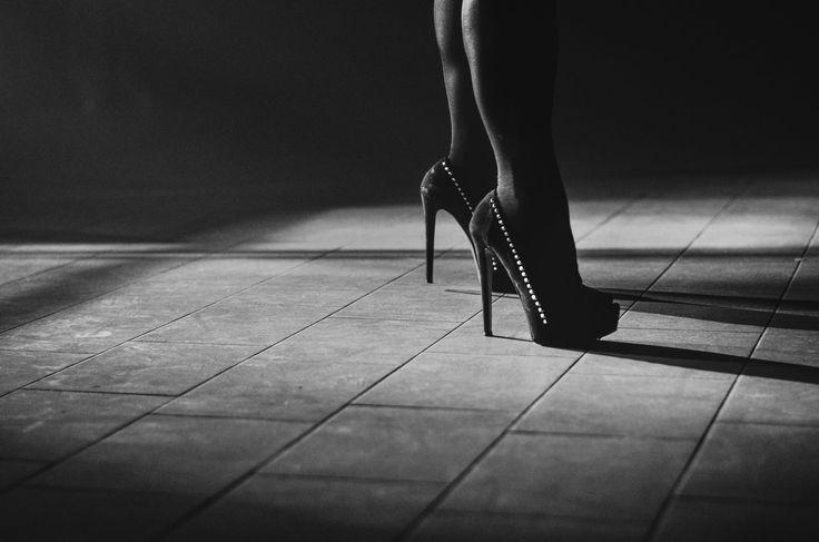 Sabato 27 Maggio 2017: The last night of Ex voto. Dj Pervert ( Herbert Pacton), Live - Fluturnenia, DJ LENZ, DJ ALE WSD, DJ VISION. Fotografie di Chiara Arrigoni.  #Bloom #Mezzago #Monza #Brianza #live #music #livemusic #concerto #details #djset #blackandwhite #shoes #tacchi
