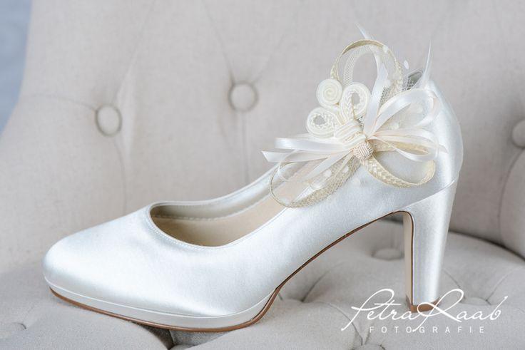 Schuhclips - Brautschuh-Clip mit Stoffbrosche ivory,creme SC4  - ein Designerstück von Perle-Wismer bei DaWanda