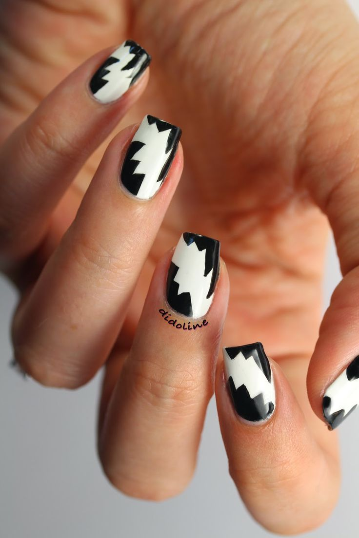 Black and white jagged #nails #manicure