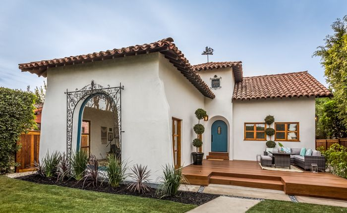 Remodeled Beverly Center Spanish Home With Glistening Pool For Sale Search Homes In Los Angeles Hollyw Hacienda Style Homes Spanish House Spanish Style Homes