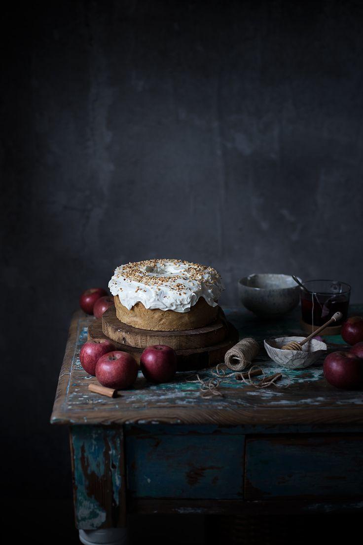E' grandioso quanto una semplice e deliziosa torta di mele abbia il potere di teletrasportarti indietro nel tempo…eccoti li piccolina con la treccia disordinata di lato, incollata al forno vicino alla nonna ad osservare la torta di mele che cresce...Read The Post