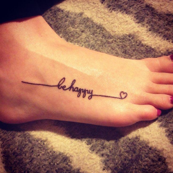 phrase tatouage pied discret femme
