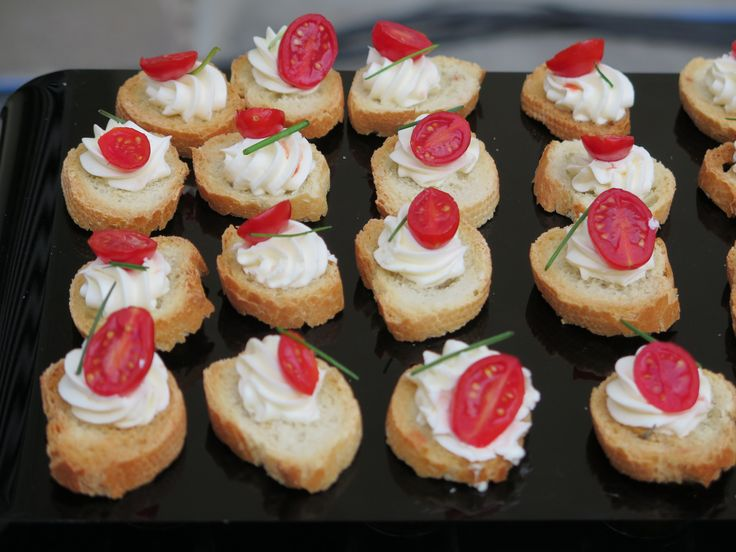 Mousse di Formaggio con pomodorini ciliegini e erba cipollina per #Moschino party #Pitti Immagine 2015 catering #GuidiLenci All Rights Reserved GUIDI LENCI www.guidilenci.com