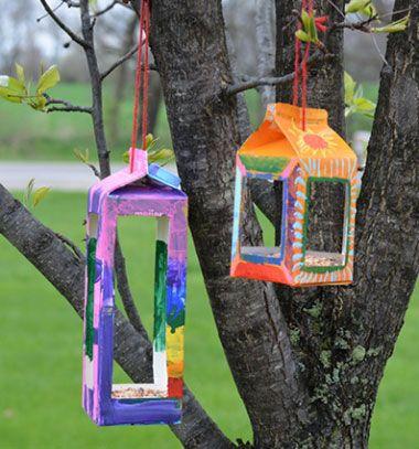 Milk and juice carton bird feeders - recycling craft for kids // Téli madáretetők tejes dobozokból - kreatív újrahasznosítás // Mindy - craft tutorial collection // #crafts #DIY #craftTutorial #tutorial #CraftsForPets