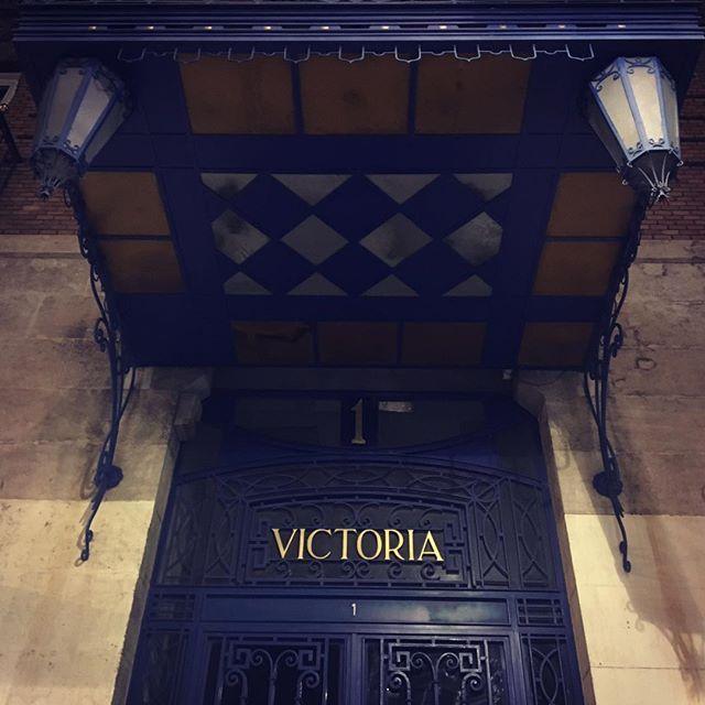 #cuentosdesdemijardindepeces  Ganar  No hay más miseria más miserable que querer ganar, siempre ganar sin apostar.  No pienso volver a Cádiz sin ti.  Ven conmigo https://nopiensovolveracadizsinti.net/ #fotocuento #nopiensovolveracadizsinti  #microcuento #cuentosconalma #Murcia #Cadiz #thesoundofmusic #musica #thanks #versos #trenes #gracias #music #sea #mar #catedral #cathedral #escenarios #salinas #montereylocals #salinaslocals- posted by Luciano V. Gomez…