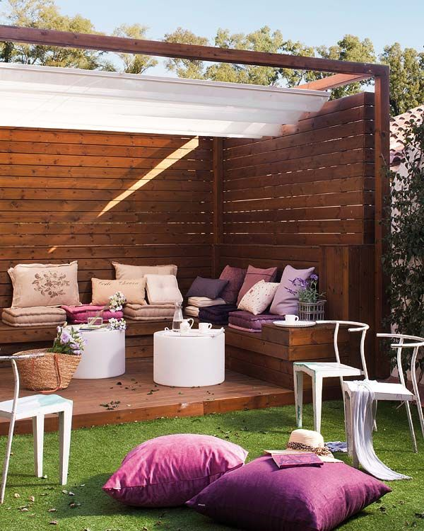 Incredibly pretty outdoor entertaining nook. Gorgeous timber, feminine tones & beautiful white furniture. So chic.