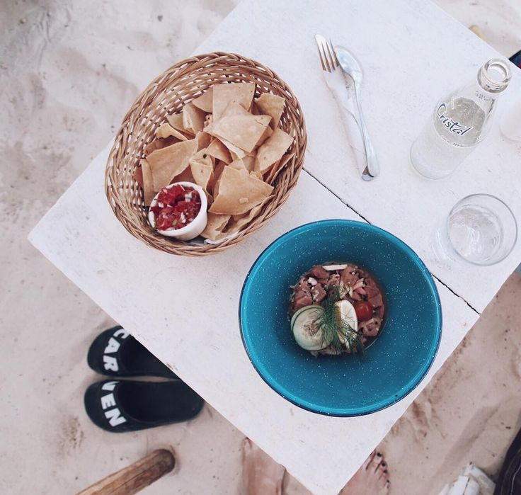 🌴 Standard lunch here: tuna ceviche + quacamole on the side 🐟🥑 (yes its guacamole to every meal.. heaven 😍) #mumbaistockholmtravels #tulum