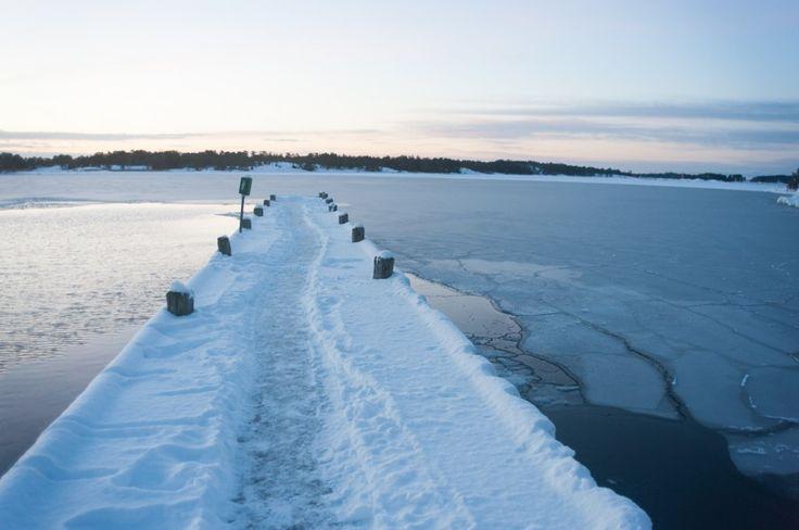 Séjour hivernal dans les îles Åland en Finlande (Detour Local) -> Le matin très tôt dans l'attente de notre bateau qui nous fera découvrir les îles Aland www.detourlocal.com/sejour-hivernal-iles-aland-finlande/