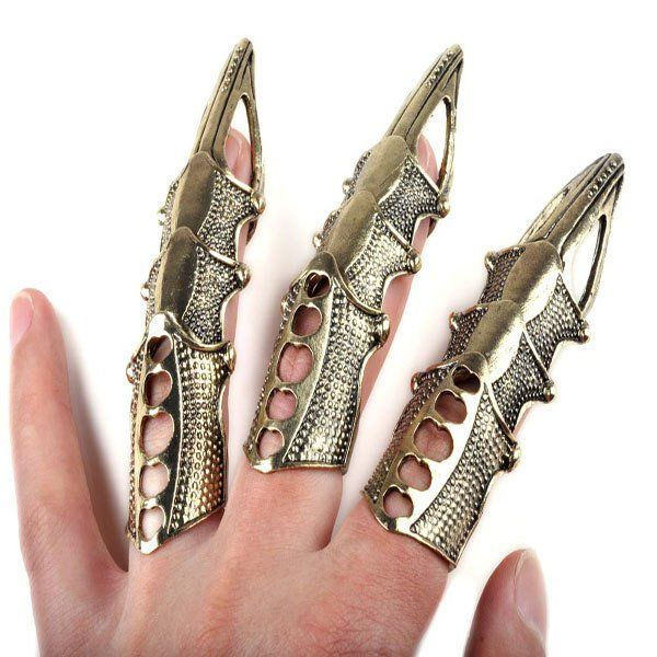Hinged, so it moves with your finger joint. This cool armor ring makes a great gift for Goths, bikers and any lover of macabre stuff. Size: 3.9cm*1.8cm Inner diameter : 1.4cm