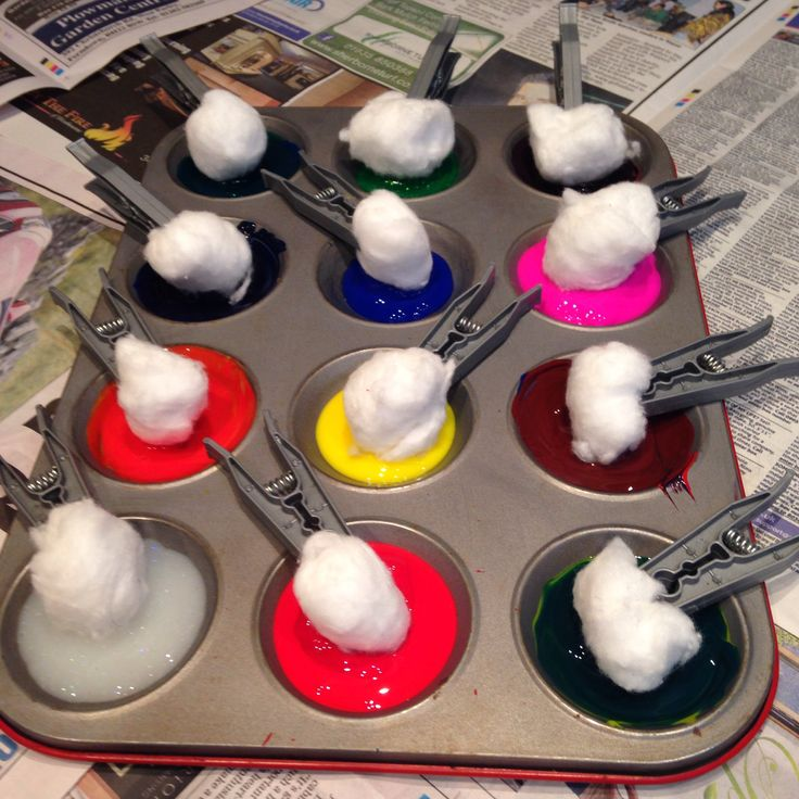Cotton Wool Ball Painting. Great messy play idea for toddlers and babies. Fun craft ideas!!