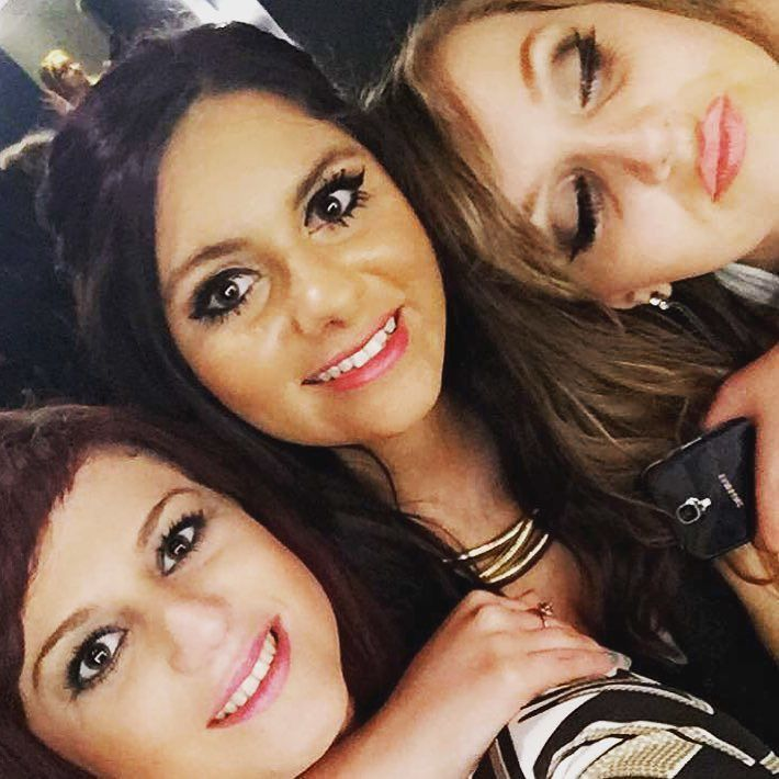 Had a ball last night with these girls  #bankholiday #sundaynight #dress #maxfactor #aztec #drinks #shots #windstreet #swansea #maydaybankholiday #goodnight #happy #smiles #friends #thegirls by gabi_6382