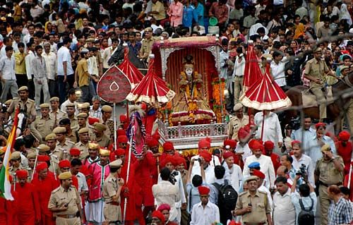 The #Teej icon is luxuriously decorated with adornments and affected dresses. The Teej symbol is roofed with a spread while the #Gangaur icon is open.