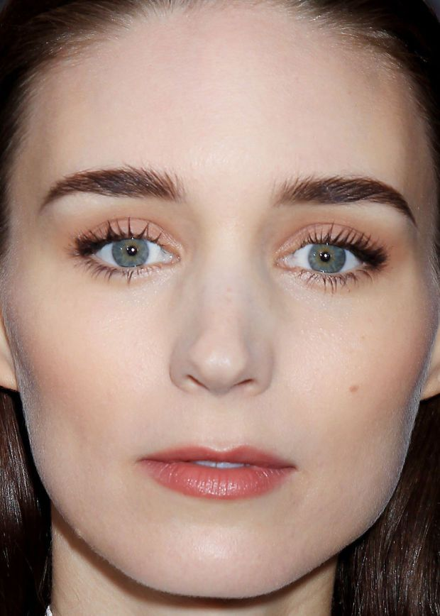 Close-up of Rooney Mara at the 2015 New York premiere of 'Pan'. http://beautyeditor.ca/2015/10/13/best-beauty-looks-hailee-steinfeld