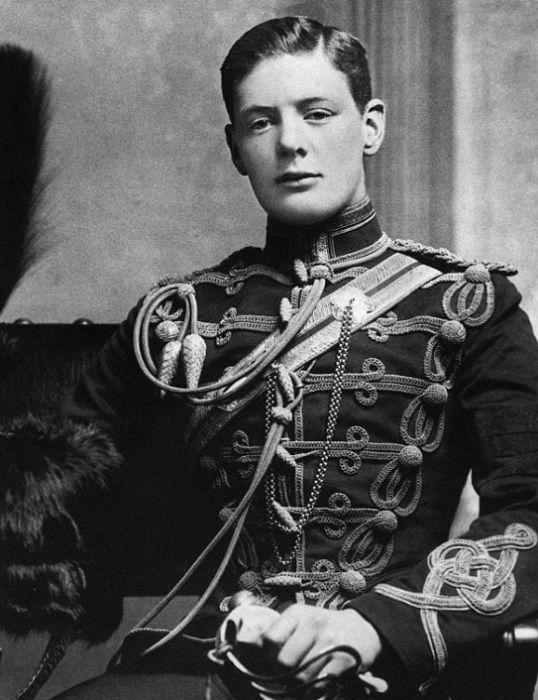 Британский государственный деятель Уинстон Черчилль в юности. | Фото: i.dailymail.co.uk.