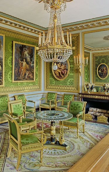 4. Empire Aubusson Rug in The Particular room. Cool greens and yellows predominate the color scheme. The same green silk brocade fabric is used on chairs and wall. © EPV, Jean-Marc Manaï