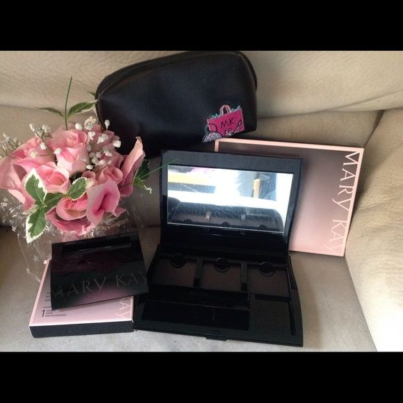 Mary Kay Compact Pro, Compact & Makeup Bag  VERY cute makeup bag and never used compacts to store all of your makeup goodies! No trades.  Mary Kay Makeup